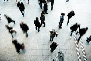 Fußgänger im U-Bahn-Bahnhof